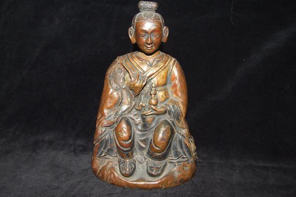 锤揲法又称金属敲花法,大约于16世纪由尼泊尔传人我国的西藏,后在蒙古